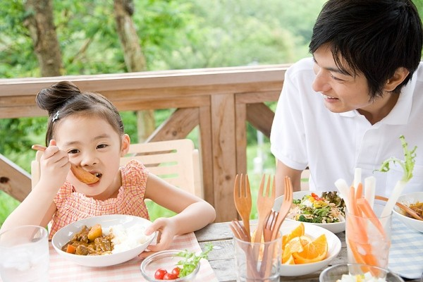 Lứa tuổi trẻ lên 3 - 4 tuổi vẫn cần ăn khoảng 5 bữa/ngày