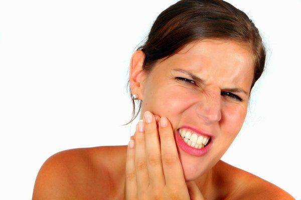 Biến dạng khuôn mặt nếu không chữa viêm khớp hàm sớm 2