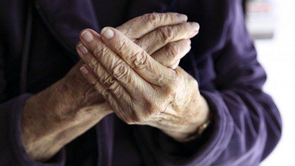 Các phương pháp hiệu quả điều trị viêm khớp ngón tay cái