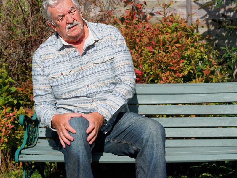 Cách sử dụng thuốc xương khớp cho người già 1
