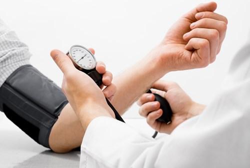 Chữa bệnh cao huyết áp tại nhà có hiệu quả không