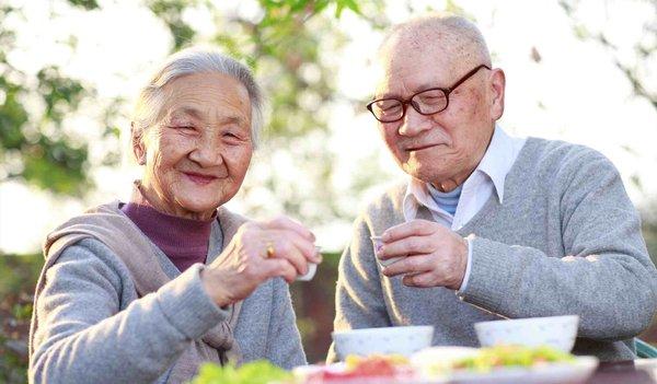 Công dụng của thực phẩm bổ sung canxi cho người già 1