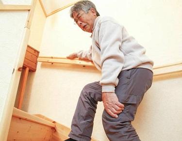 Tuổi tác là nguyên nhân gây thoái hóa khớp chủ yếu ở người già