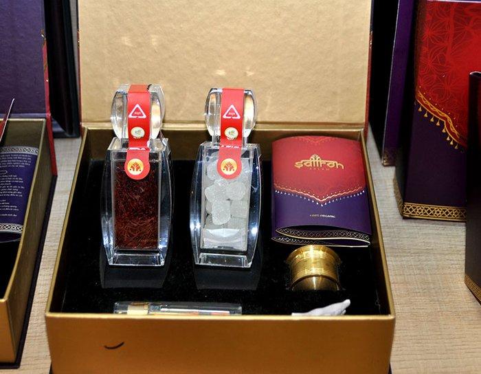 Bộ sản phẩm Nhụy hoa nghệ tây saffron SALAM  trà hoa cúc hộp 5g NT002 3