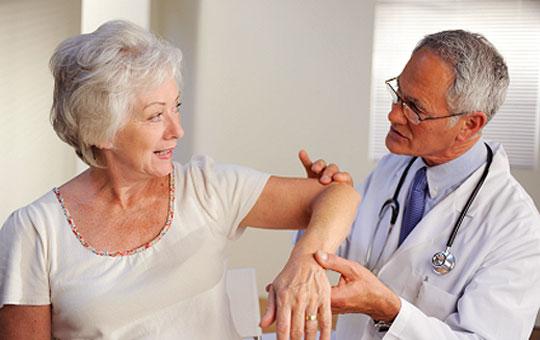 Phòng và điều trị bệnh thoái hóa khớp ở người già