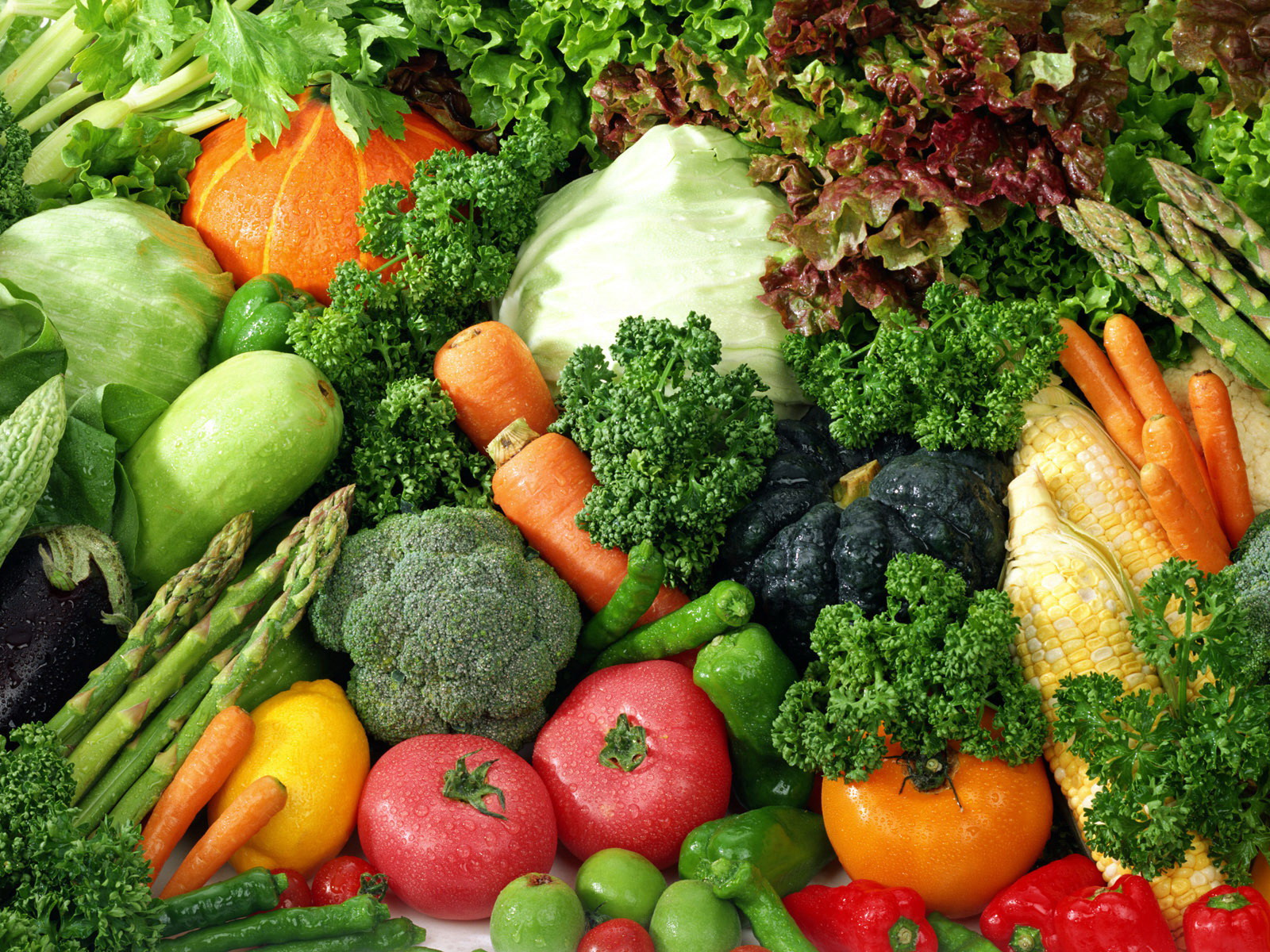 Sử dụng nhiều rau xanh để hạn chế Cholesterol máu