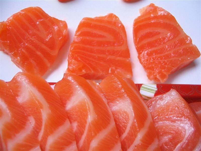 Cá là thực phẩm chứa thành phần Acid béo tốt cho khớp.